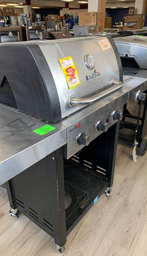 Char-Broil 3 Burner with Side Burner Grill WFEW for Sale in Lawndale, CA