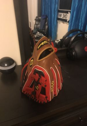 Wilson baseball glove for Sale in Winchester, MA