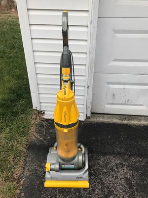 Dyson Yellow DC07 Vacuum Cleaner Great Good Condition, works fine, turns on but needs belt for Sale in Glenn Dale, MD