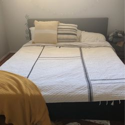 King Bed With Mattress for Sale in La Mirada,  CA
