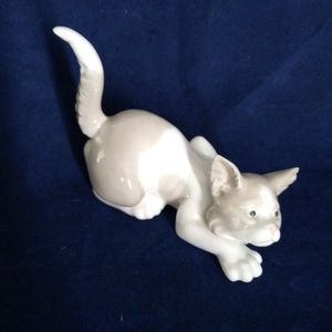 "LLADRO B21M CROUCHING KITTEN CAT FINE PORCELAIN FIGURINE 4"" TALL X 4.5"" LONG for Sale in Pompano Beach, FL"