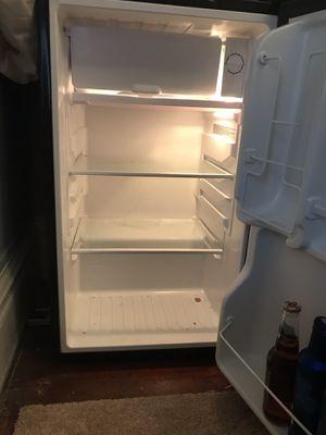 3.5 magic chef mini fridge for Sale in Menomonie, WI