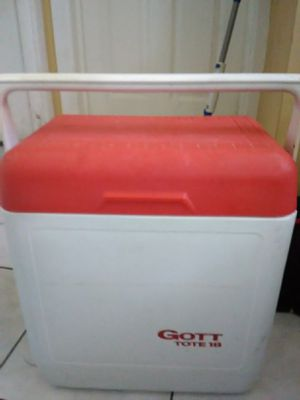 Small cooler for Sale in Tampa, FL