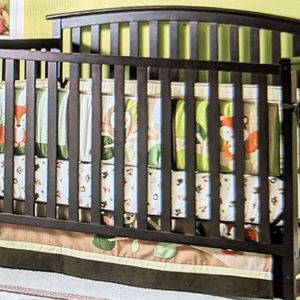 Graco Freeport 4 In 1 Convertible Crib (Cheery)With Mattress, Fitted Sheet And Bumper Pads. for Sale in Norwood, MA