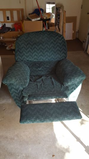 Free Recliner for Sale in Alexandria, MN