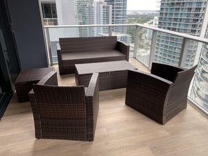 Patio living room! Sofa + 3 Chairs + table for Sale in Miami, FL