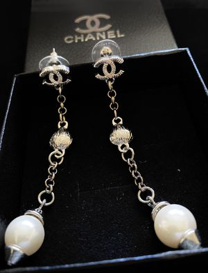 Silver plated long chain white pearls earrings for Sale in Fremont, CA