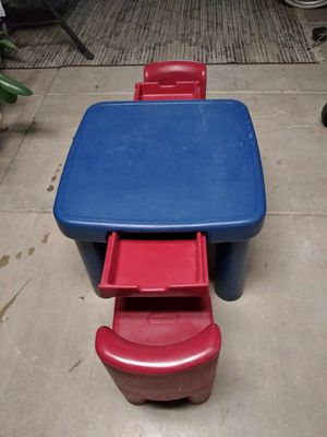 lil tikes play craft kids table w 2 chairs for Sale in Phoenix, AZ