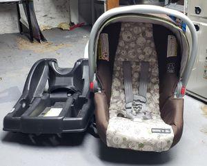 GRACO SUNGRIDE 30 CLICK CONNECT car seat and base for Sale in Aurora, IL