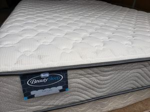 Queen Mattress box spring bed frame Simmons Beautysleep for Sale in Lynnwood, WA