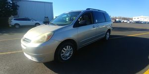 2005 Toyota Sienna well equipped runs great clean title for Sale in Portland, OR