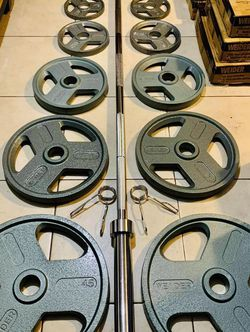Brand New 🎁300 lbs Olympic Weight Set + 45 LBS Olympic Barbell with Spring Collar Clips🏋🏻♀️💪 for Sale in Stockton,  CA