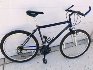 MOUNTAIN BIKE FRONT SUSPENSION MAGNA 18 speed for Sale in Glendale, AZ