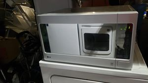 LG microwave large plate 30 day warranty for Sale in Kissimmee, FL