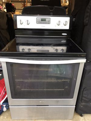 Electric range cooker plus microwave in excellent condition for Sale in Gaithersburg, MD