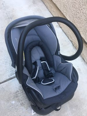 Used Maxi-Cosi 30 Infant Car Seat With Base, Grey Black, One Size for Sale in Corona, CA