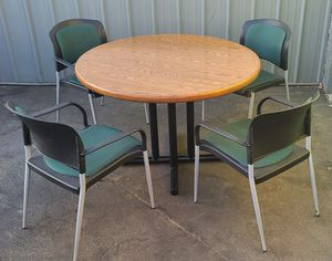 ONLY $$$150$$$ SET OF TABLE AND 4 PLASTIC CHAIRS, GOOD CONDITION $$$150$$$ for Sale in Los Angeles, CA