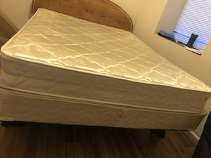 NEW QUEEN 👸 BED & BOX SPRING 🌺COMES WIT RAILS AN FLOOR PROTECTION for Sale in St. Louis, MO