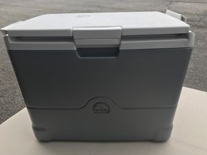New igloo ice less cooler for Sale in Columbus, OH