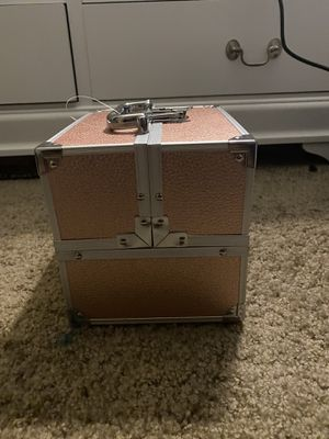 Rose gold beautiful train makeup case for Sale in Moreno Valley, CA