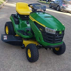 Jonh Deere S100 42 In Riding Law Mower Brand New Never Used Nuevo Nunca Usada for Sale in Houston, TX