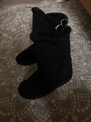Girls boots size 4 for Sale in Oceanside, CA