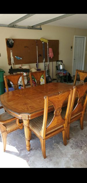 Dinning room table with 6 chairs and 2 leaf extensions for Sale in Navarre, FL