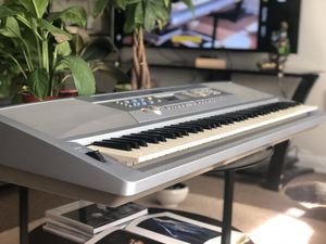 Yamaha Keyboard, Portable Grand DGX 202, One Touch Settings, Song Memory, 45 Key for Sale in Los Angeles, CA