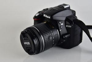 Perfect Condition Nikon D5300 DSLR Camera With Swivel Screen for Sale in Ellicott City, MD