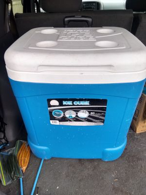 Igloo cooler 60 us get great condition for Sale in Clayton, NC