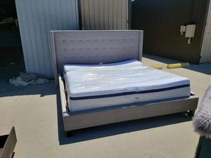 King bed for Sale in Fresno, CA