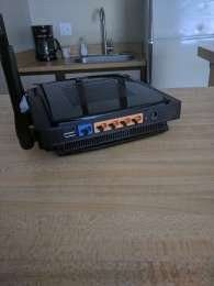 Linksys WRT600N V1.1 4-Port Dual Band Wireless Router with DD-WRT Firmware for Sale in Kansas City, MO