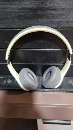 Beats by dre solo Bluetooth headphones for Sale in Woodway,  WA