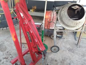Concretera y lift para motores Gato for Sale in Hialeah, FL