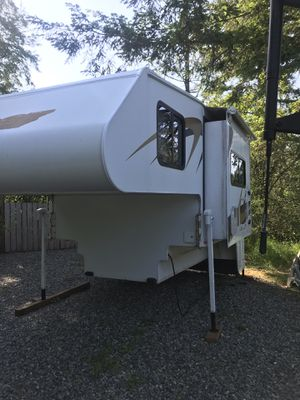 Host Rainier 9.5 DS Truck Camper 2005 for Sale in Auburn, WA