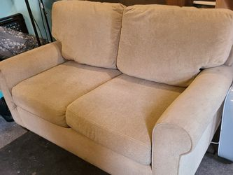 Ashley's Furniture Couch for Sale in Tacoma,  WA