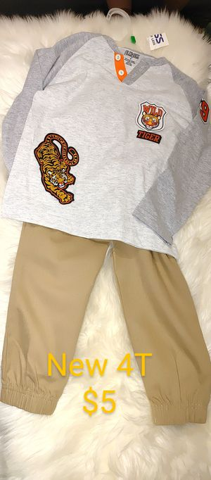 Size 4 boy outfit $4 for Sale in Apple Valley, CA