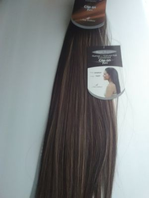 "22"" chocolate brown and toast blonde - hair extensions ( able to curl ) 4/27 for Sale in Downey, CA"