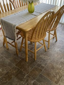 Dine Room Table And Chairs for Sale in Marysville,  WA