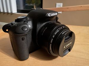 Cámara Canon EOS T4i for Sale in Orange, CA