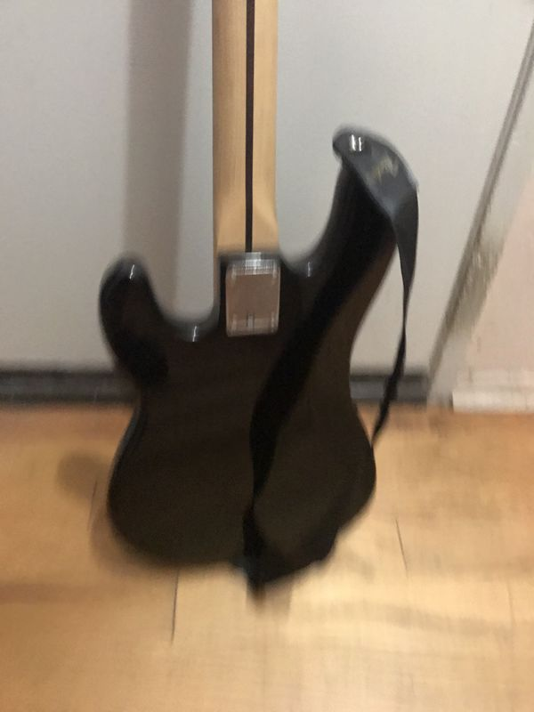 Squire P-Bass practically new