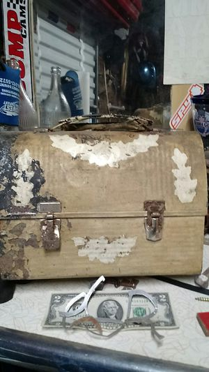 Old lunch box for Sale in Guttenberg, IA