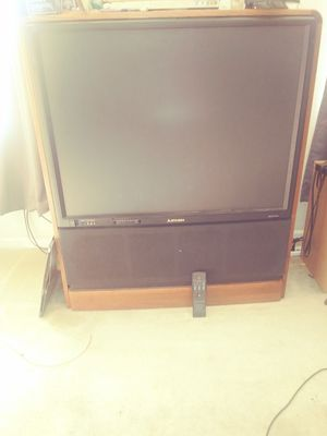 Wood grain mitsubishi TV in perfect condition for Sale in Pittsburg, CA