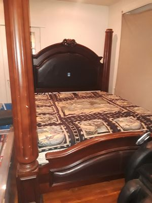 King size bedroom set for Sale in St. Louis, MO