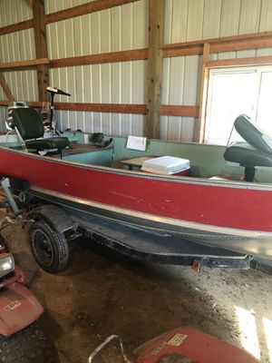 14 ft Lund with 25 ho evinrude for Sale in Northfield, MN
