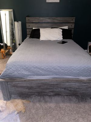 Queen sized bed set and mattress for Sale in Raleigh, NC