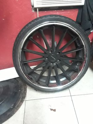 22 rims , sell r trade ,for 20 rims , black face. Chrome lips for Sale in Oakland Park, FL