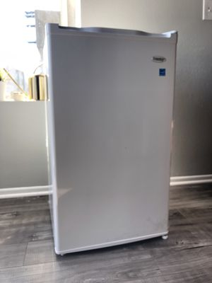 Danby Energy Saver Mini Fridge for Sale in West Hollywood, CA