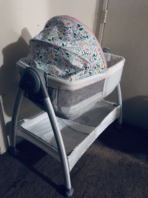 Bassinet/ Changing table for baby girl for Sale in Baltimore, MD