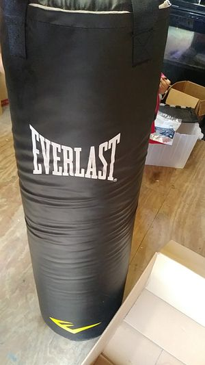 100 pound Punching bag with gloves. for Sale in Columbus, OH